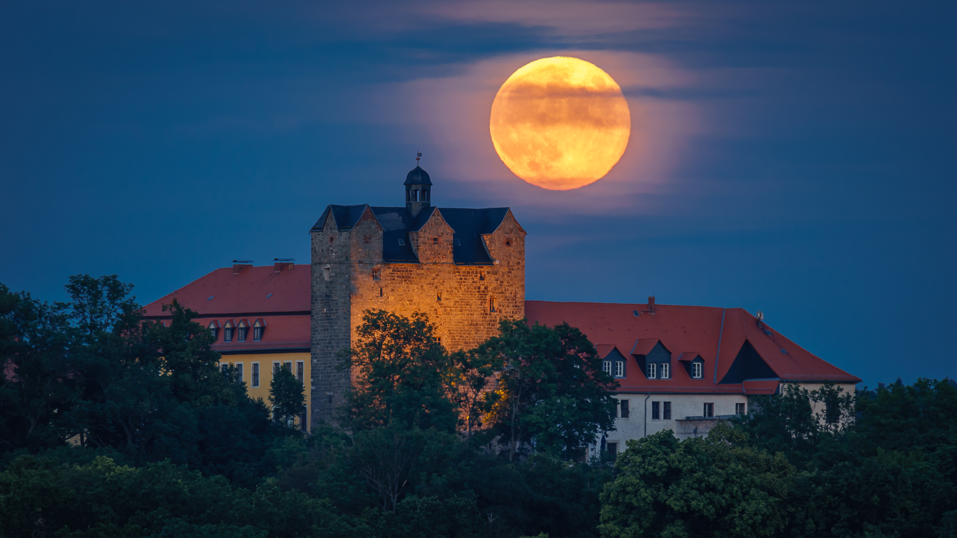 Ballenstedt Schloss und Vollmond © Wolfram Schmidt / Meisdorf